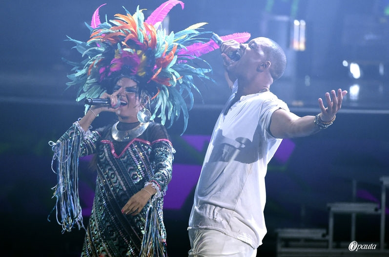 Bomba Estereo Will Smith Grammy Latinos 2015 Fiesta Latin Grammy presentacion tebanmusic ipauta